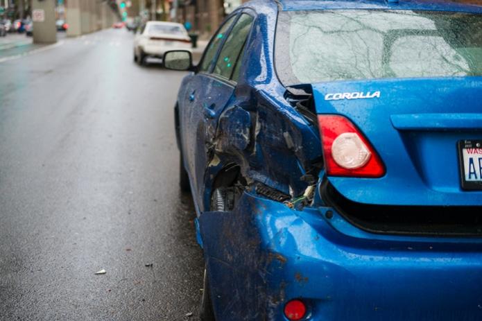 """""""¡Alguien chocó mi auto y se dió a la fuga!"""" Como lidear con un golpe y fuga"""